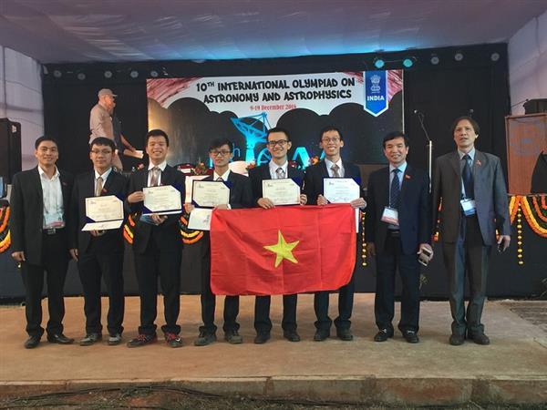 Cả 5 thí sinh tham dự kỳ thi Olympic quốc tế thiên văn học đều giành giải.